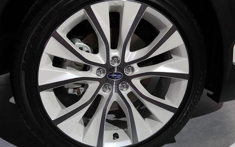 Photo Subaru Crossover 7 Wheel